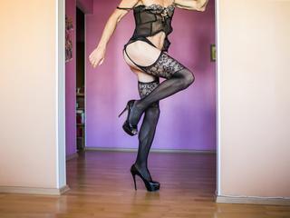 Anal-Sex, Exhibitionismus, Fetisch, Lack und Leder, Oralsex, Rollenspiele, Sexspielzeug, SM-Sex, Voyeurismus, Dominant, Frech, Humorvoll, Naiv, Devot