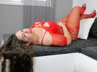 Anal-Sex, Exhibitionismus, Oralsex, Piercing, Rollenspiele, Schlucken, Sexspielzeug, SM-Sex, Voyeurismus, Hart, Neugierig, Romantisch, Sinnlich, Weich