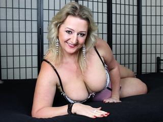 Anal-Sex, Devot, Dominant, Natursekt, Oralsex, Rollenspiele, Sexspielzeug, SM-Sex, Voyeurismus, Ehrlich, Humorvoll, Neugierig, Sinnlich, Verspielt