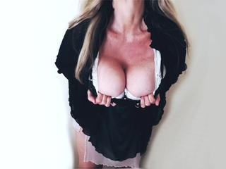 Anal-Sex, Exhibitionismus, Oralsex, Outdoor, Rollenspiele, Schlucken, Sexspielzeug, Voyeurismus, Ehrlich, Humorvoll, Romantisch, Sinnlich, Zärtlich