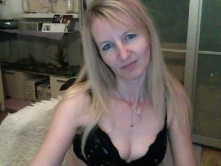 Anal-Sex, Fesselspiele, Fetisch, Oralsex, Outdoor, Rollenspiele, Sexspielzeug, Swinger, Voyeurismus, Live-Dates, Ehrlich, Romantisch, Schüchtern, Sinnlich, Treu