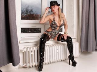 Anal-Sex, Dominant, Exhibitionismus, Oralsex, Piercing, Rollenspiele, Sexspielzeug, SM-Sex, Voyeurismus, Humorvoll, Neugierig, Romantisch, Sinnlich, Verspielt