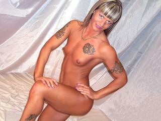 Anal-Sex, Dominant, Exhibitionismus, Fesselspiele, Fetisch, Lack und Leder, Rollenspiele, Sexspielzeug, SM-Sex, Tattoos, Dominant, Frech, Hart, Tabulos, Zickig