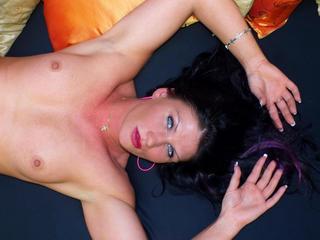 Anal-Sex, Devot, Dominant, Exhibitionismus, Gruppensex, Oralsex, Outdoor, Rollenspiele, Schlucken, Sexspielzeug, Frech, Neugierig, Sinnlich, Verspielt, Zärtlich