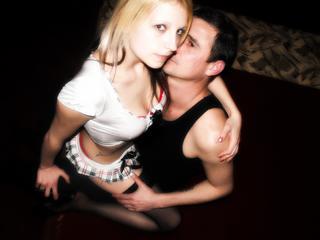Anal-Sex, Devot, Dominant, Oralsex, Piercing, Schlucken, Sexspielzeug, Spanking, Tattoos, Dominant, Humorvoll, Romantisch, Devot