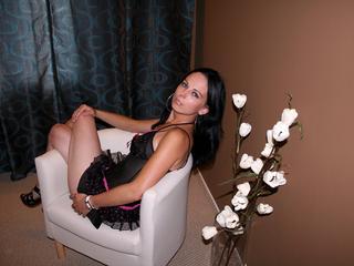 Anal-Sex, Dominant, Lack und Leder, Oralsex, Rollenspiele, Schlucken, SM-Sex, Spanking, Tattoos, Ehrlich, Humorvoll, Naiv, Neugierig, Romantisch