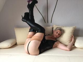 Anal-Sex, Exhibitionismus, Lack und Leder, Oralsex, Sexspielzeug, Ehrlich, Frech, Humorvoll, Zärtlich, Devot