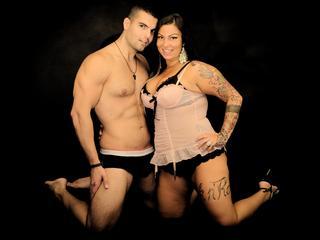Anal-Sex, Dominant, Fesselspiele, Oralsex, Piercing, Rollenspiele, Spanking, Tattoos, Voyeurismus, Dominant, Hart, Humorvoll, Romantisch, Verspielt