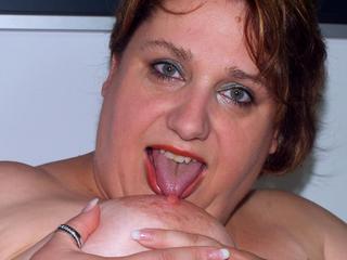 Anal-Sex, Exhibitionismus, Gangbang, Gruppensex, Lack und Leder, Oralsex, Rollenspiele, Schlucken, Sexspielzeug, Voyeurismus, Ehrlich, Humorvoll, Neugierig, Sinnlich, Zärtlich