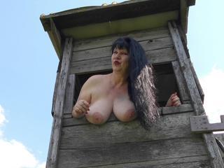 Anal-Sex, Exhibitionismus, Oralsex, Orgien, Rollenspiele, Schlucken, Sexspielzeug, Voyeurismus, Live-Dates, Humorvoll, Neugierig, Tabulos, Weich, Devot