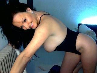 Anal-Sex, Dominant, Lack und Leder, Oralsex, Sexspielzeug, Tattoos, Voyeurismus,