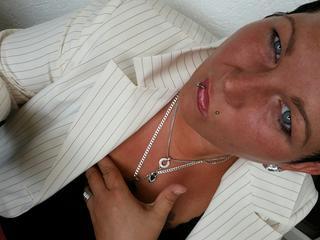 Anal-Sex, Dominant, Fesselspiele, Fetisch, Kaviar, Lack und Leder, Rollenspiele, SM-Sex, Spanking, Voyeurismus, Dominant, Ehrlich, Neugierig, Tabulos, Zickig