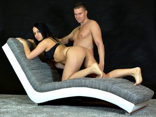 Anal-Sex, Exhibitionismus, Fesselspiele, Natursekt, Oralsex, Rollenspiele, Schlucken, Spanking, Tattoos, Voyeurismus, Hart, Humorvoll, Romantisch, Schüchtern, Sinnlich
