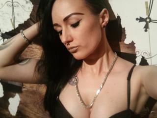 Anal-Sex, Dominant, Fesselspiele, Fetisch, Lack und Leder, Natursekt, Oralsex, Rollenspiele, Tattoos, Live-Dates,