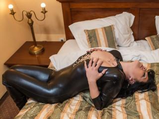 Anal-Sex, Fetisch, Oralsex, Rollenspiele, Sexspielzeug, SM-Sex, Spanking, Dominant, Humorvoll, Romantisch, Zickig, Devot