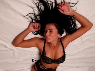 Anal-Sex, Dominant, Exhibitionismus, Oralsex, Piercing, Rollenspiele, Sexspielzeug, Spanking, Dominant, Ehrlich, Hart, Humorvoll, Tabulos