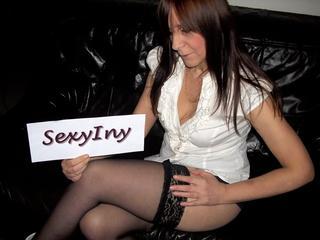 Anal-Sex, Fetisch, Oralsex, Outdoor, Parkplatz-Sex, Pornographie, Rollenspiele, Schlucken, Sexspielzeug, Live-Dates, Ehrlich, Frech, Humorvoll, Neugierig, Verspielt